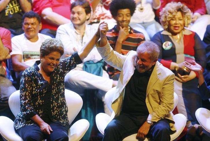 Presidente Dilma Rousseff, candidata à reeleição pelo PT, e ex-presidente Luiz Inácio Lula da Silva em ato de campanha com artistas no Rio de Janeiro. 15/09/2014 Foto: Ricardo Moraes/Reuters