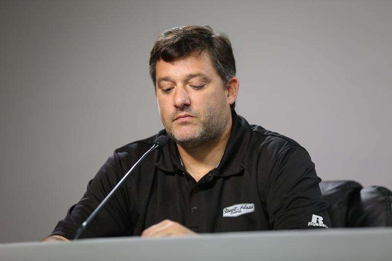 Aug 29, 2014; Hampton, GA, USA; NASCAR Sprint Cup Series driver Tony Stewart during a press conference at Atlanta Motor Speedway. Mandatory Credit: Kevin Liles-USA TODAY Sports. Foto: Reuters