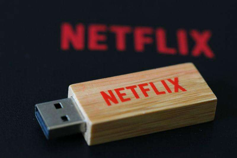 An USB key with the logo of Netflix, the American provider of on-demand Internet streaming media, is seen in this illustration photo, in Paris September 15, 2014. Foto: Gonzalo Fuentes/Reuters