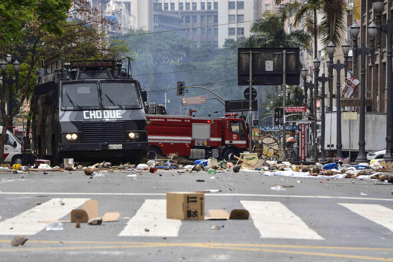 Caminhão blindado do Choque foi acionado para abrir caminho Foto: André Lucas Almeida/Futura Press