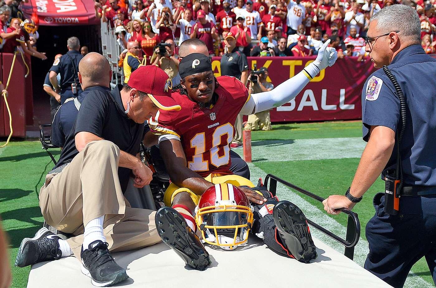 Robert Griffin III se lastimó cuando el tobillo izquierdo se atoró en el terreno y se torció durante el primer cuarto del partido que Washington por 41-10 a Jacksonville. Foto: AP