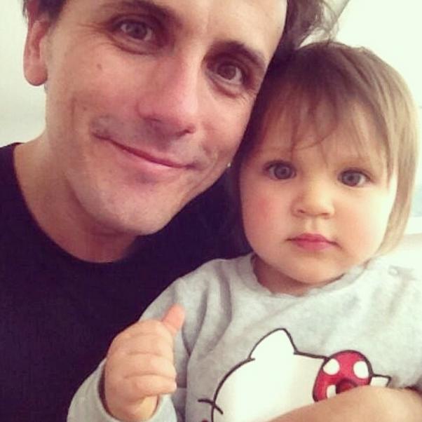 Sergio Lagos y la pequeña Celeste. Foto: Reproducción Instagram.