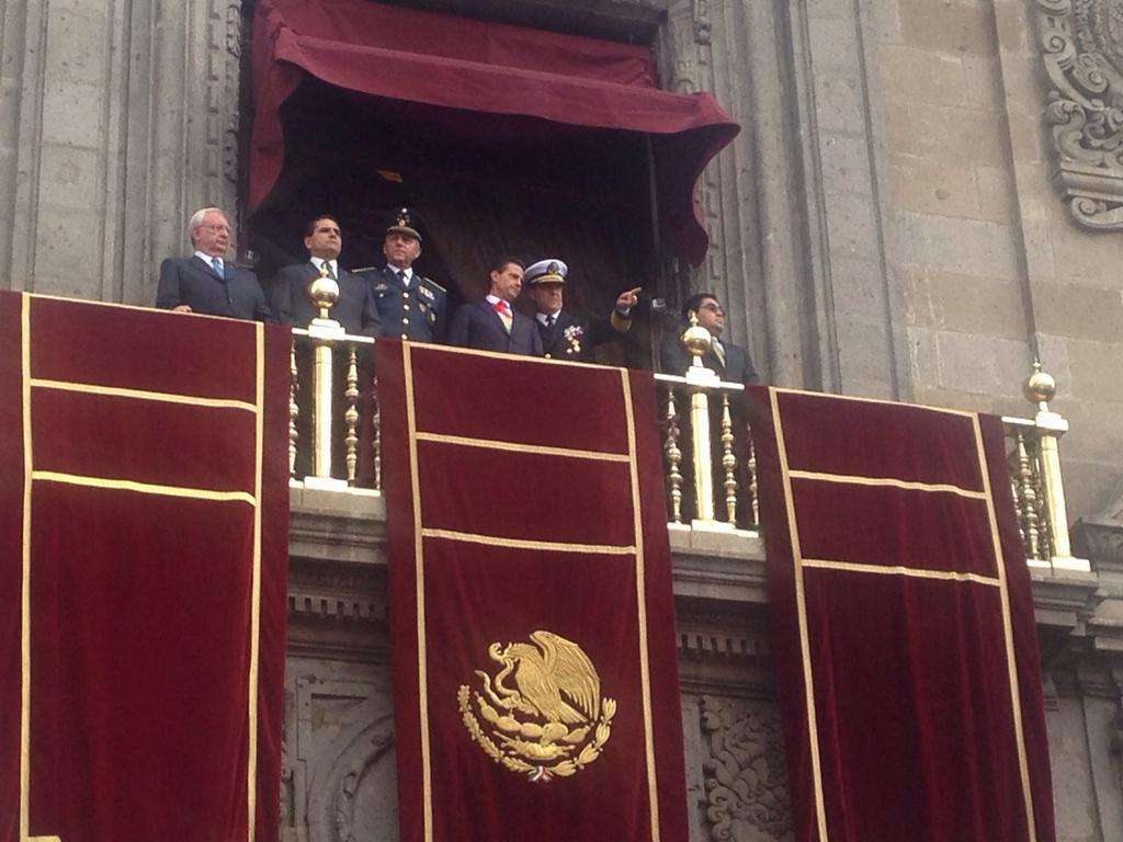 Peña Nieto estuvo acompañado por los presidentes de las mesas directivas del Senado, Luis Miguel Barbosa, y de la Cámara de Diputados, Silvano Aureoles, así como el presidente de la Suprema Corte de Justicia de la Nación, Juan Silva Meza. Foto: Twitter / @SEMAR_mx