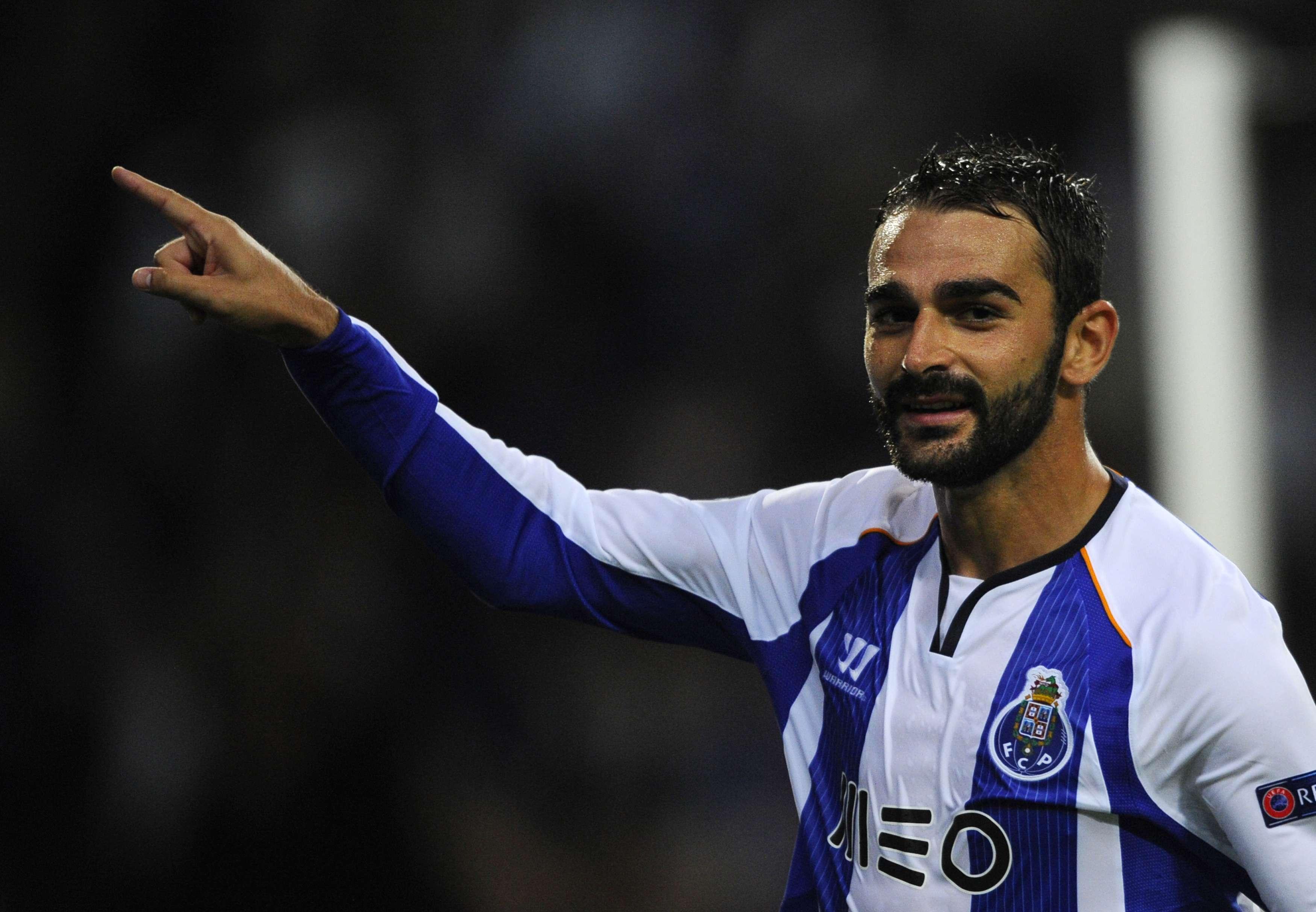 Adrian fez o quinto gol do triunfo do Porto Foto: Miguel Riopa/AFP