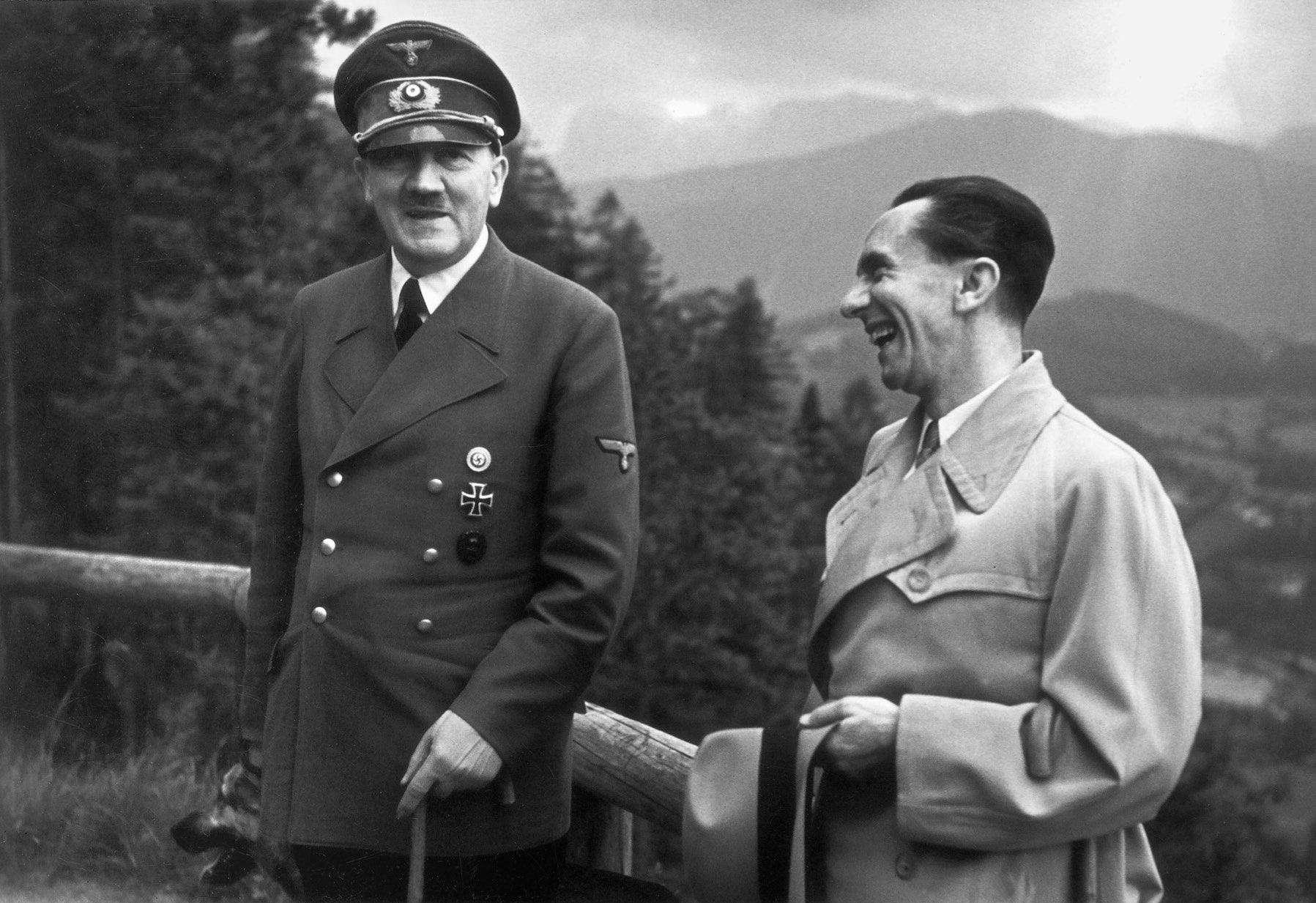 Hitler y Goebbels. Foto: TERRA