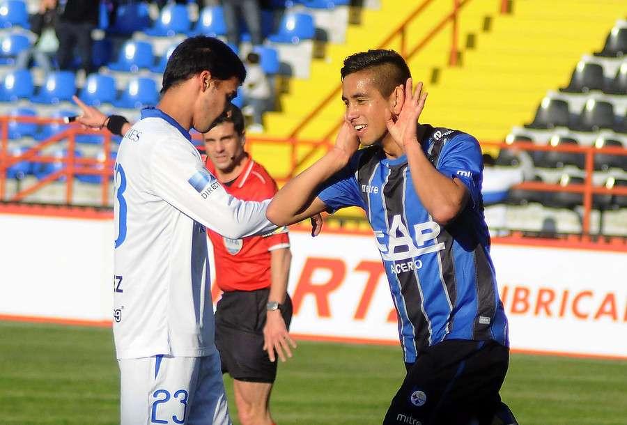 Andrés Vilchez anotó los dos goles de los chilenos. Foto: Agencia UNO
