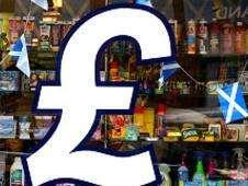 Símbolo de la libra esterlina en la vidriera de una tienda en Escocia Foto: BBC Mundo/Copyright
