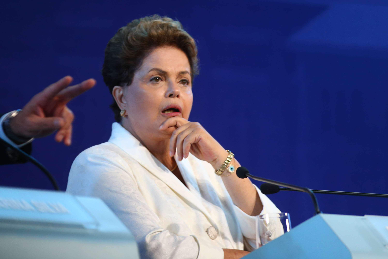 Dilma repetiu o tom dos últimos debates, apresentando fatos do seu governo na discussão Foto: Marcos Bezerra/Futura Press