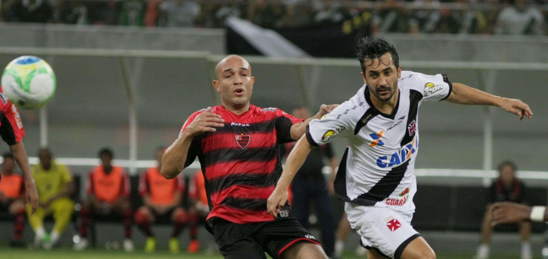 Douglas teve atuação apagada, mas fez gol de pênalti Foto: Clovis Miranda/ A Crítica/Agência Lance
