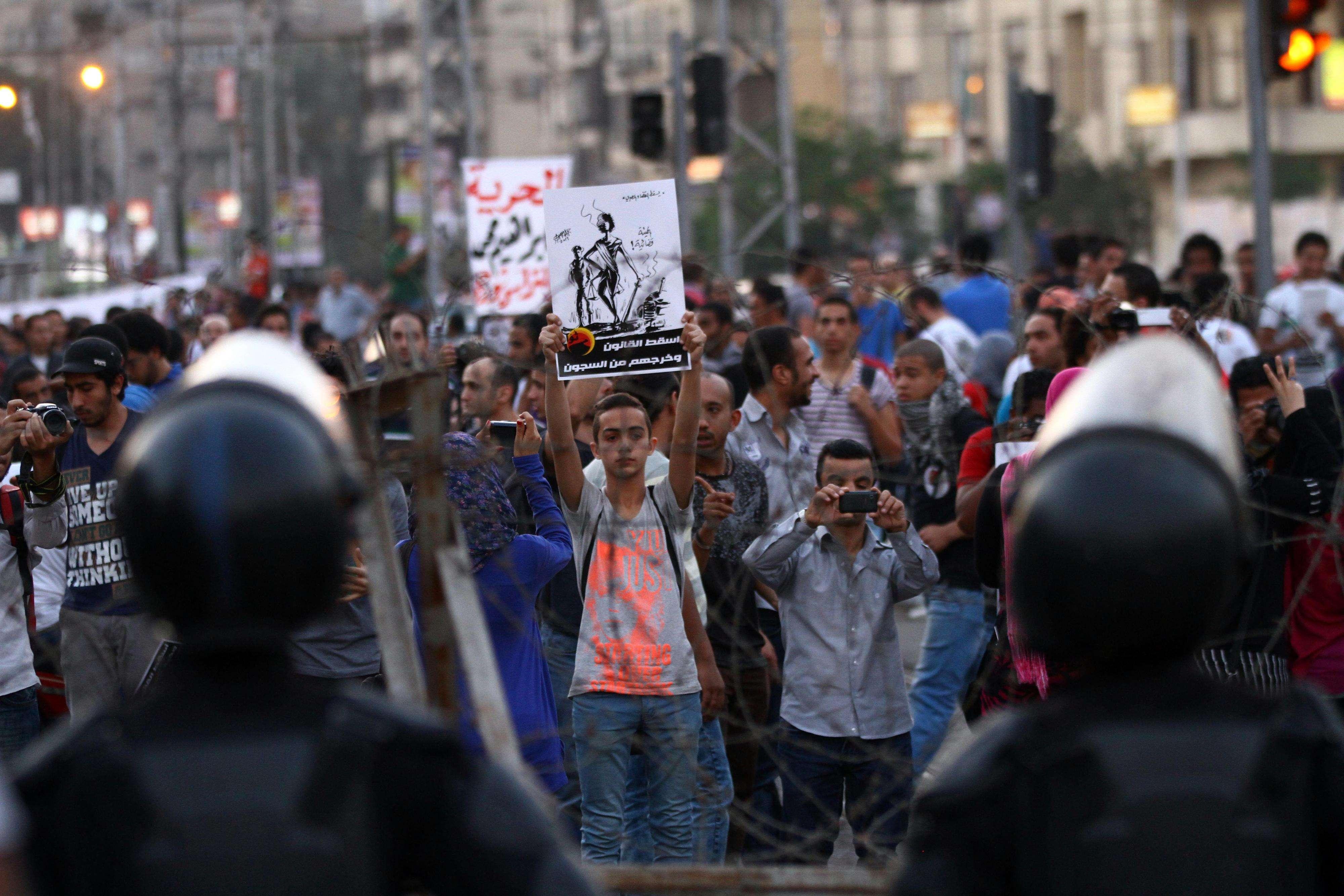 Manifestantes foram presos em março: muitos deles estudantes menores de idade Foto: Ahmed Gomaa/AP