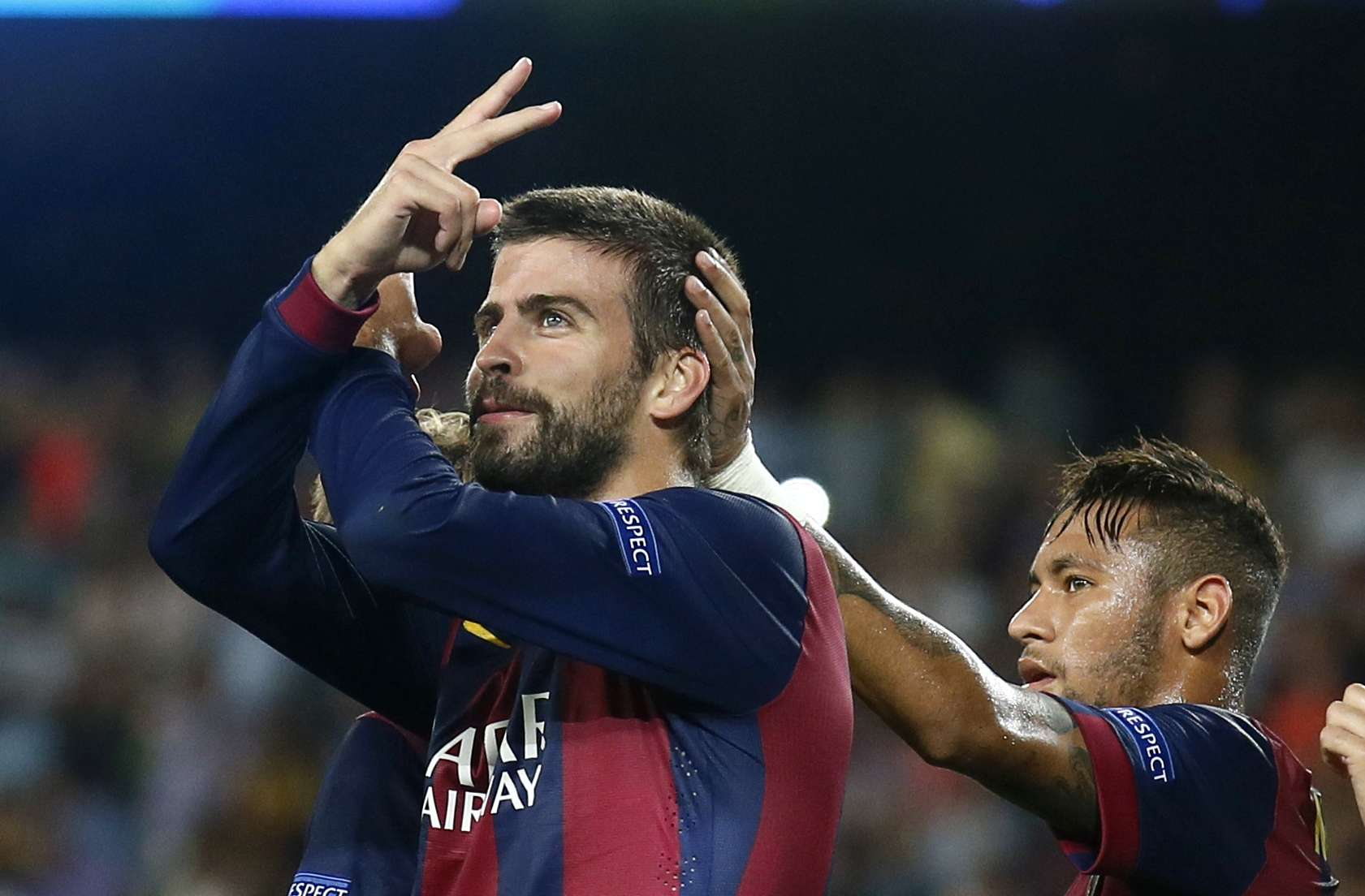 Barcelona's Gerard Pique (L) celebrates a goal next to Neymar against Apoel Nicosia during their Champions league soccer match at Camp Nou stadium in Barcelona September 17, 2014. REUTERS/Albert Gea (SPAIN - Tags: SPORT SOCCER) Foto: ALBERT GEA/REUTERS