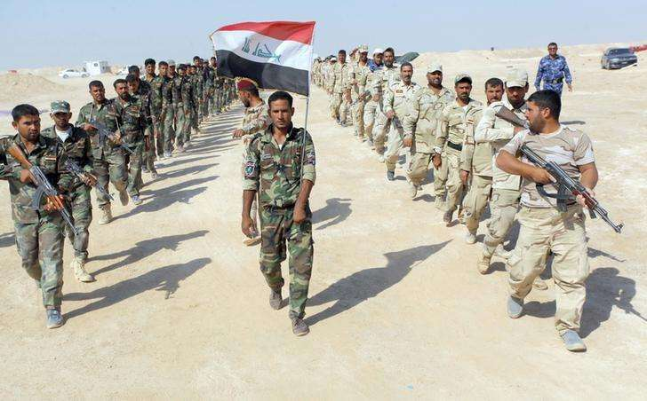 Combatentes xiitas, que se juntaram ao Exército iraquiano para combater o Estado Islâmico, durante treino no deserto. 16/09/2014 Foto: Alaa Al-Marjani/Reuters
