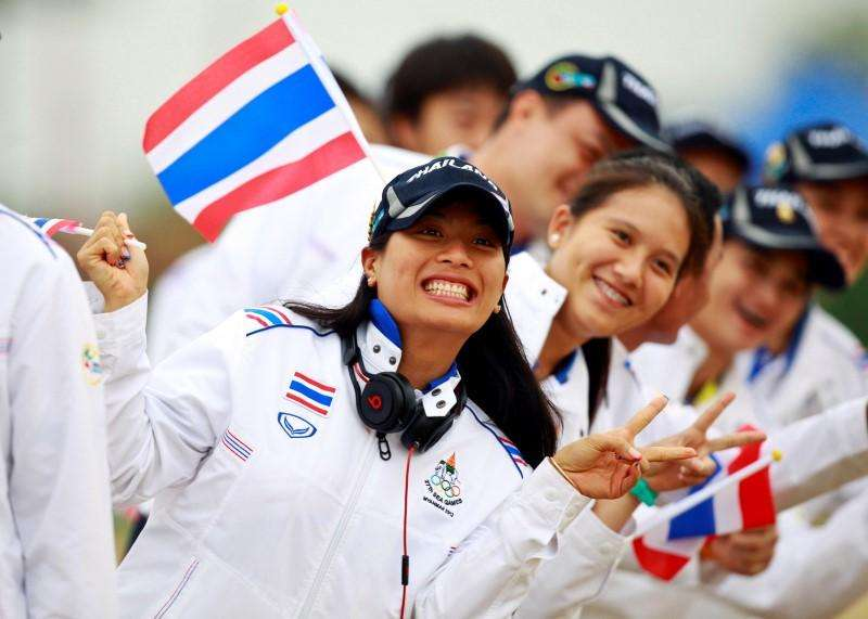 Thai princess Sirivannavari Nariratana (L) poses with the Thai Equestrian team during the opening ceremony of the Equestrian competition at 27th SEA Games in Naypyitaw December 10, 2013. Foto: Soe Zeya Tun/Reuters