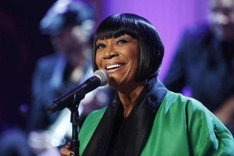 "Patti LaBelle sings Over the Rainbow during a television taping of ""In Performance at the White House: Women of Soul"" in Washington March 6, 2014. Foto: Jonathan Ernst/Reuters"
