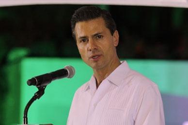 El presidente enrique Peña Nieto ciajó a Baja California Sur para supervisar los trabajos de auxilio tras el paso del huracán Odile Foto: Notimex /archivo