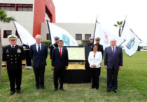 La develación de la placa también contó con la presencia de la Premier Ana Jara. Foto: Andina