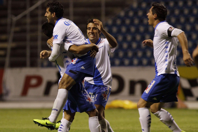 Édgar Mejía marcó el gol que aseguró el triunfo de Puebla sobre Monarcas Morelia. Foto: Imago7