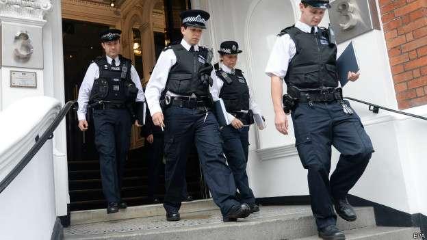 Maior parte dos policiais britânicos não usa armas; modelo teria dificuldades de ser implantado no Brasil Foto: BBCBrasil.com