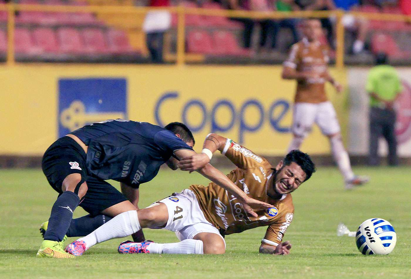 Con goles de Humberto Osorio y Jesús Gómez, Dorados de Sinaloa remontaron y vencieron 2-1 a Mineros de Zacatecas en el partido de ida de la llave 3 dentro del Grupo 4 en la COPA MX, el cual se realizó en el Estadio Banorte. El gol minero fue marcado por Antonio López. Foto: Imago 7