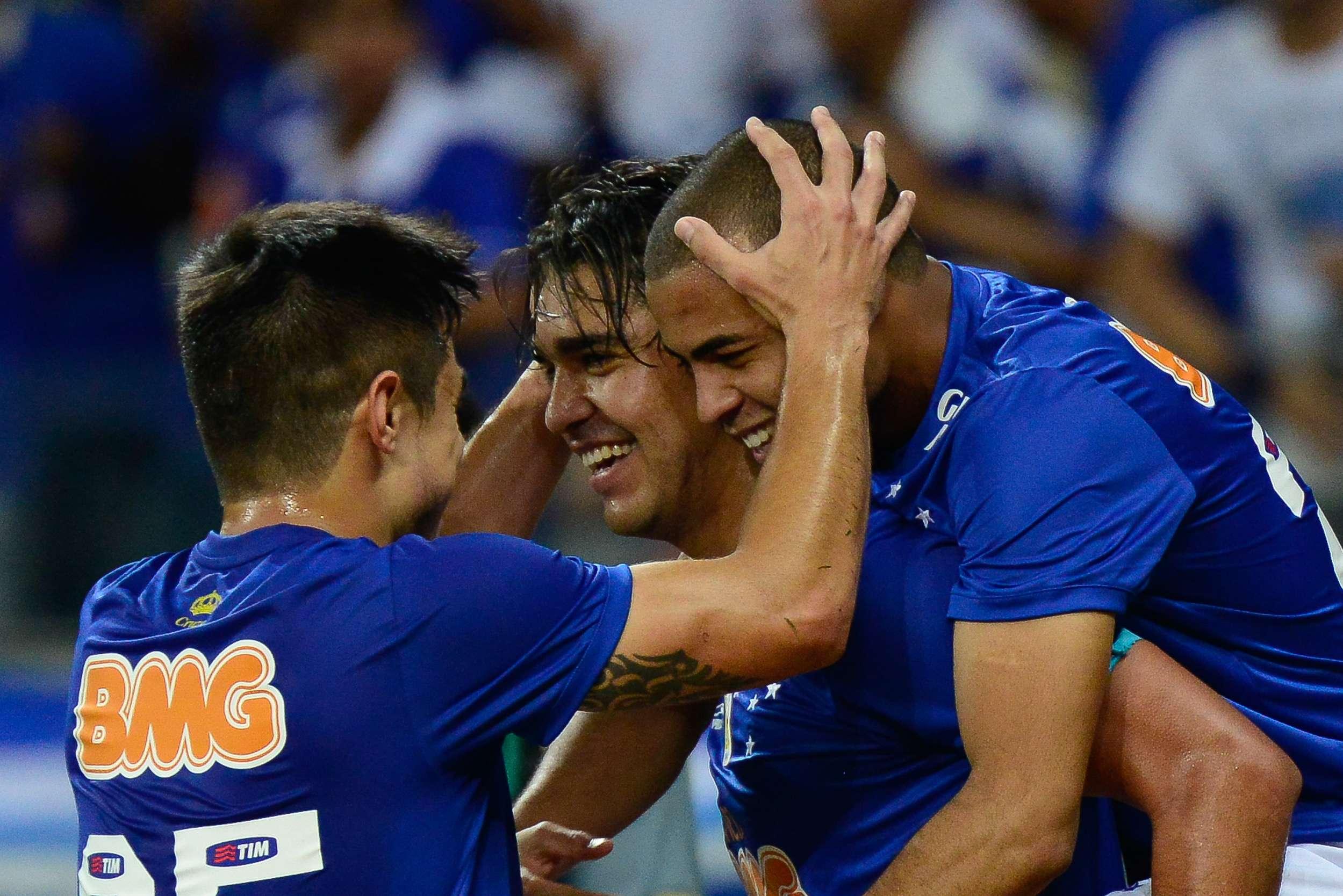 Jogadores do Cruzeiro festejam gol de Marcelo Moreno no Mineirão Foto: André Yanckous/Agif/Gazeta Press