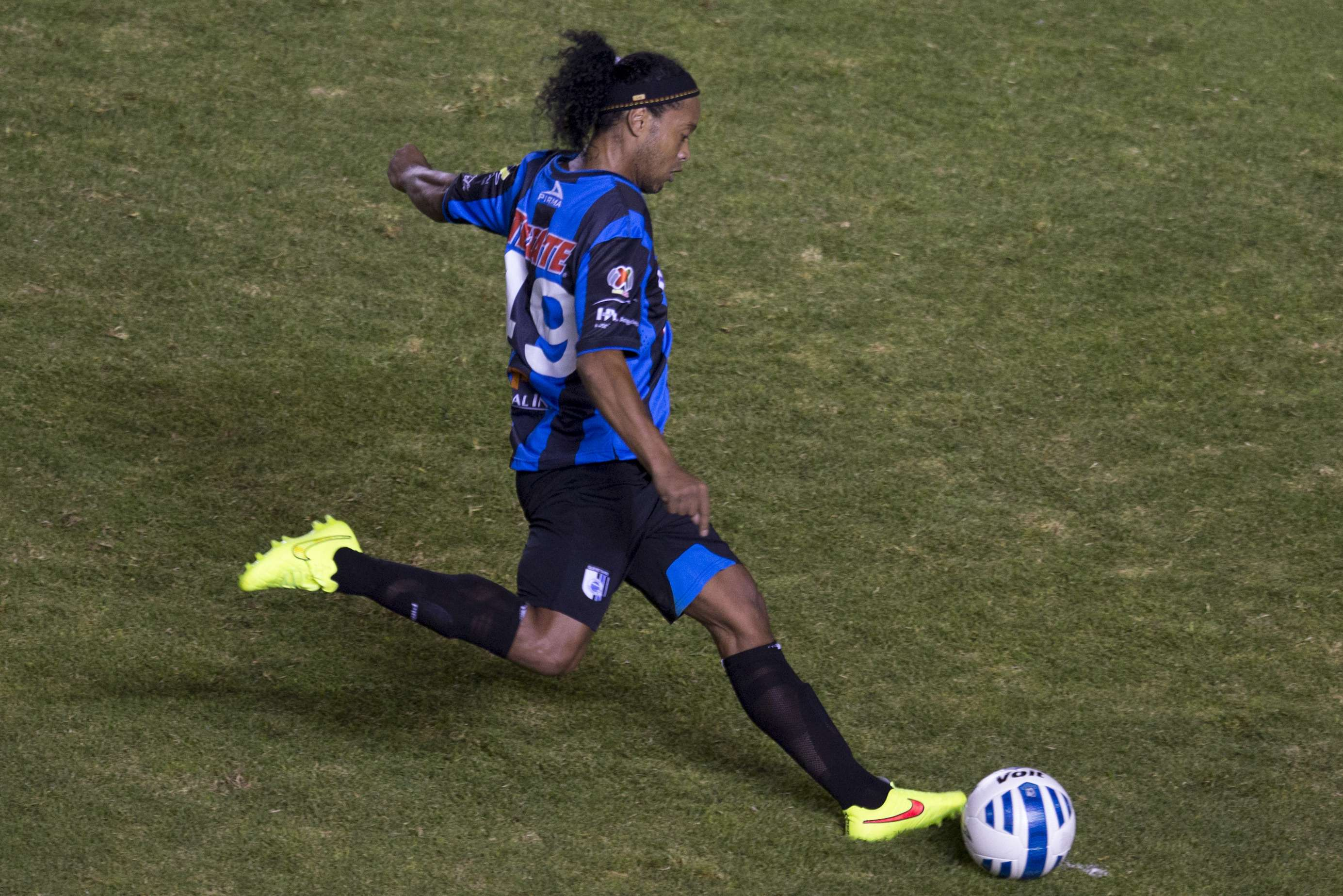 Ronaldinho: The Mexican had his anticipated Queretaro debut in the Copa MX against Tigres. Things did not start well for 'Dinho as he missed a penalty in his team's loss. Foto: Getty Images