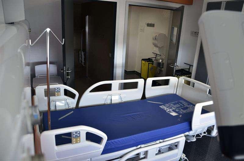 Habitación habilitada para tratar enfermedades infecciosas del Hospital Son Espases de Palma de Mallorca, donde ayer se activó el protocolo de prevención ante un posible caso de ébola. Foto: ALBERTO ATIENZA/EFE en español