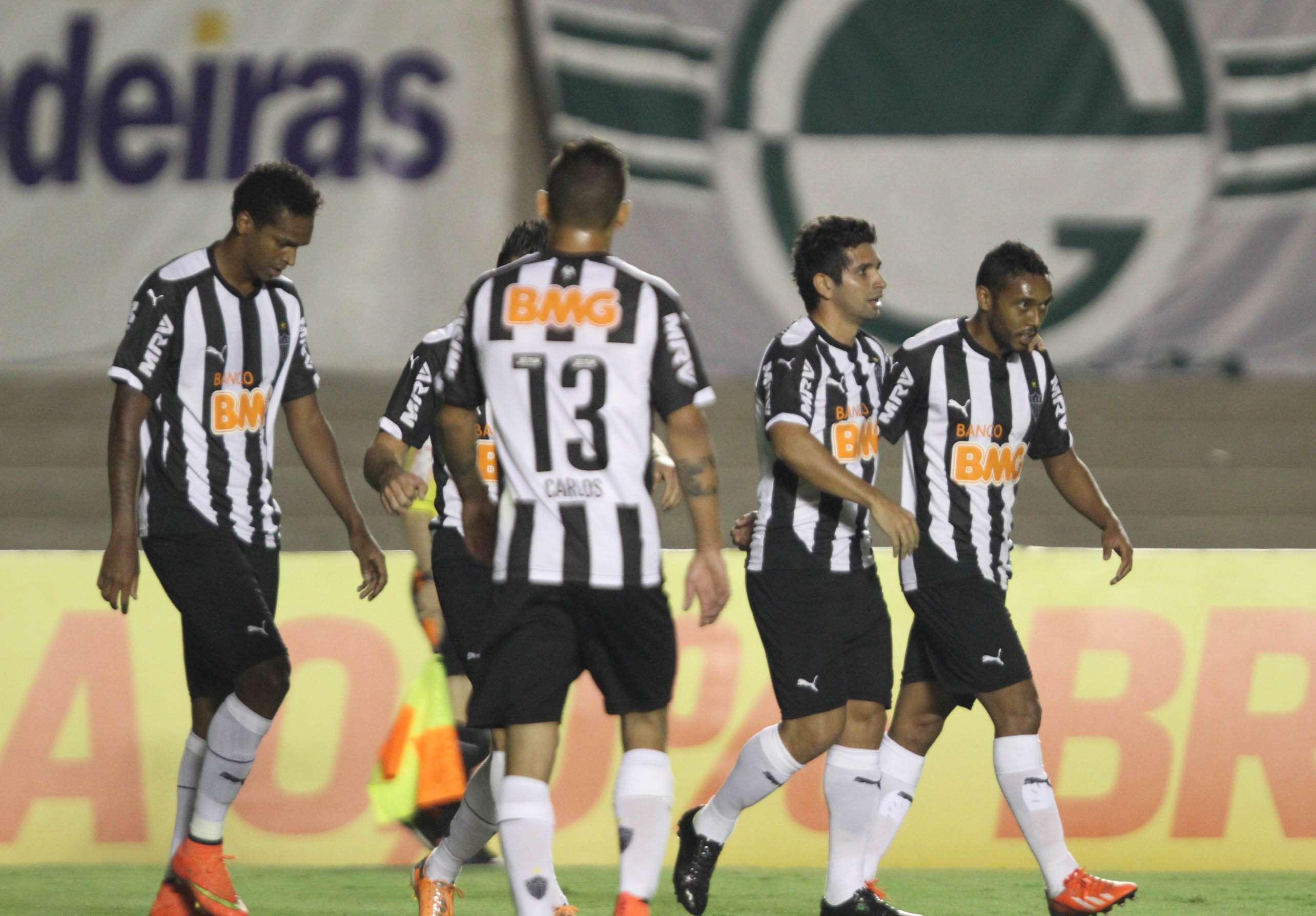 Atlético-MG comemora vitória sobre o Goiás no Serra Dourada Foto: Carlos Costa/Agência Lance