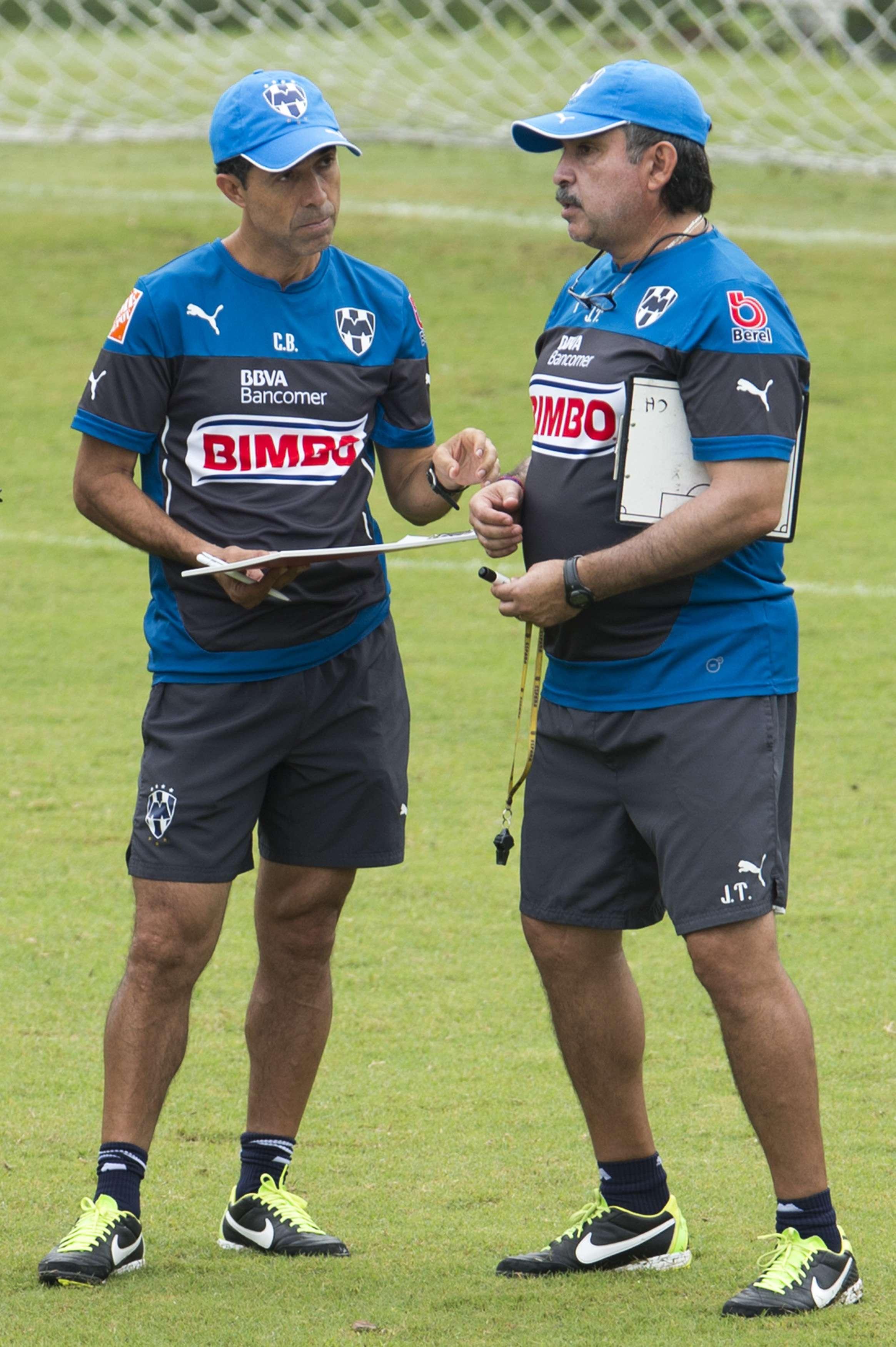 Carlos Barra, director técnico de los Rayados de Monterrey en su trabajo en El Barrial. Foto: Mexsport