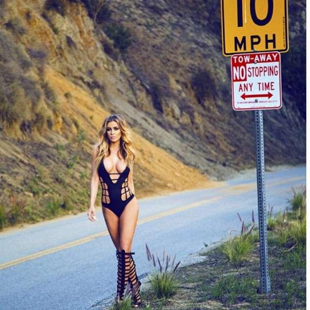 17 de septiembre de 2014 - ¿Alguien quiere llevar a Carmen Electra? La sexy y voluptuosa actriz ahora participa en campañas publicitarias y en esta ocasión, posó para una enfundada en un traje tipo 'dominatrix' Foto: Instagram