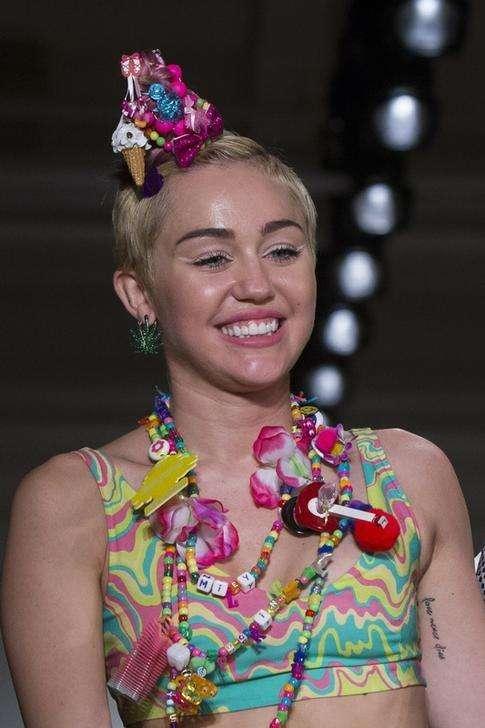 Cantora Miley Cyrus em desfile durante a Semana de Morte de Nova York. 10/09/2014 Foto: Lucas Jackson/Reuters