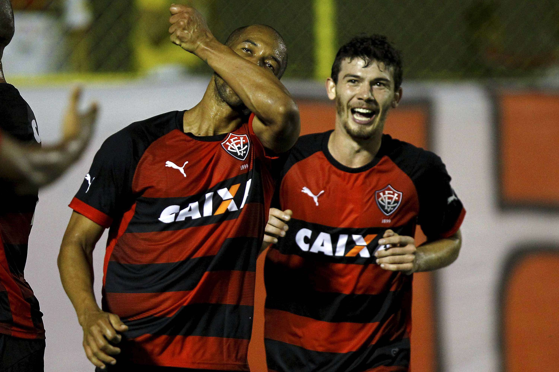 Dinei comemora gol de empate do Vitória sobre o Fluminense Foto: Eduardo Martins / A Tarde/Futura Press