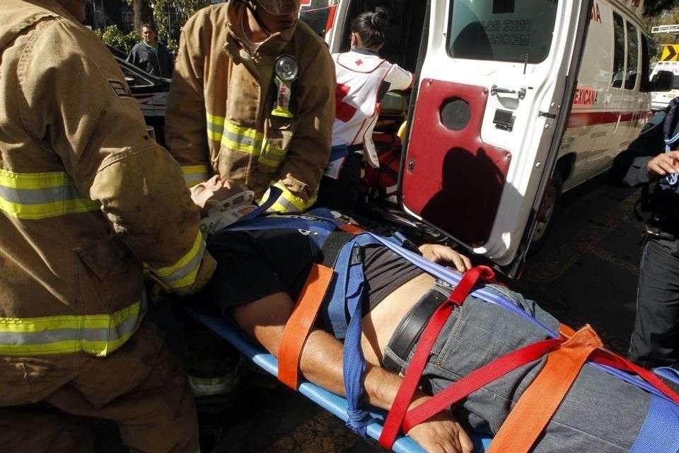 Para someterlo a una revisión, el herido fue trasladado al Hospital de Traumatología Magdalena de las Salinas del IMSS Foto: Reforma/Salvador Chávez