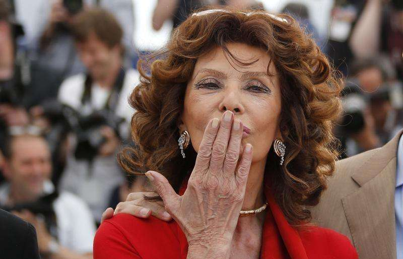 "Actress Sophia Loren, guest of honor, blows a kiss as she poses during a photocall for the film ""La voce umana"" presented as part of Cannes Classics at in competition at the 67th Cannes Film Festival in Cannes May 21, 2014. Foto: Regis Duvignau/Reuters"