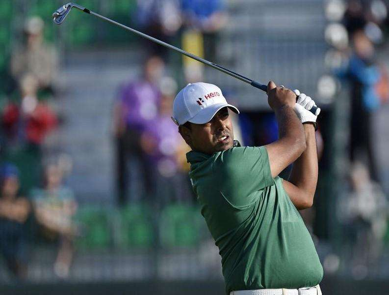Anirban Lahiri of India watches his tee shot on the fourth hole during the first round of the British Open Championship at the Royal Liverpool Golf Club in Hoylake, northern England July 17, 2014. Foto: Toby Melville/Reuters