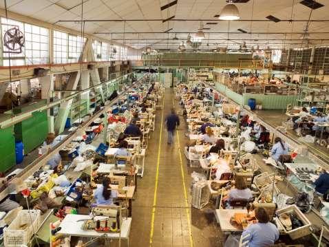 El sector manufacturero ligó 13 meses con alzas de porcentaje de personal empleado. Foto: Getty Images