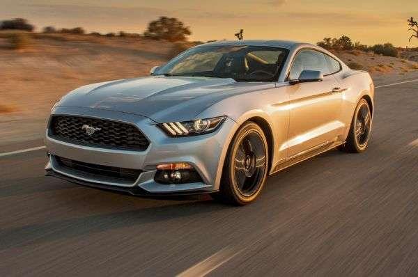 El Ford Mustang 2.3 Ecoboost 2015 no logra la misma sensación que un V8, pero no es el V6 que solía ser. Foto: Motor Trend