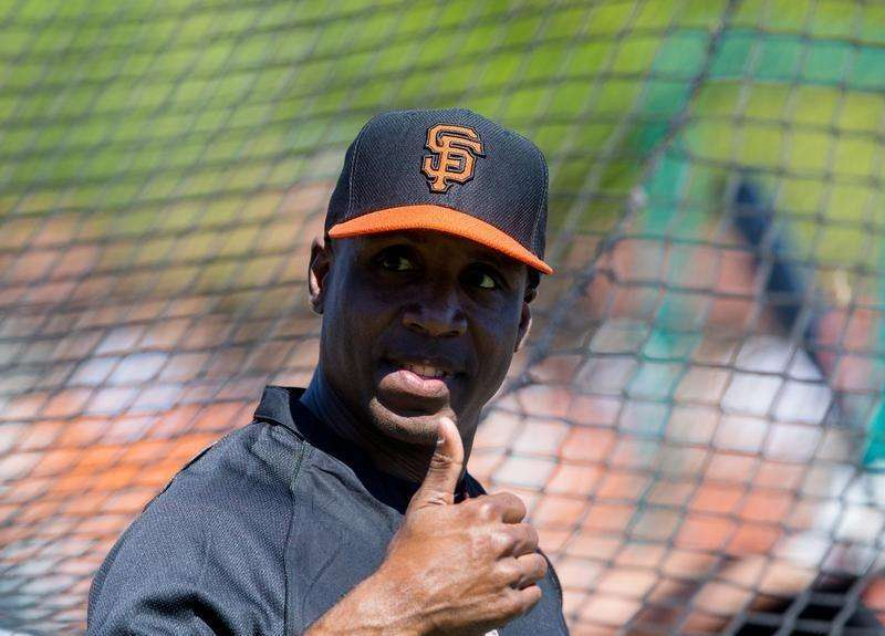 Mar 10, 2014; Scottsdale, AZ, USA; San Francisco Giants former outfielder Barry Bonds reacts during batting practice prior to the game against the Chicago Cubs at Scottsdale Stadium. Mandatory Credit: Mark J. Rebilas-USA TODAY Sports. Foto: Reuters