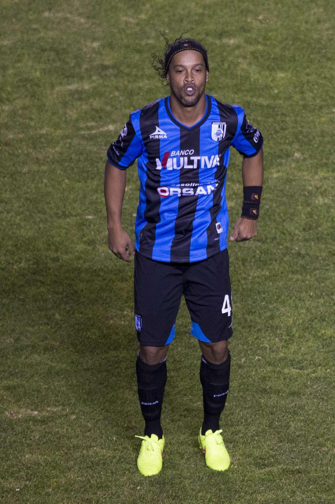 Ronaldinho desperdiçou pênalti no fim da partida Foto: Miguel Tovar/Getty Images
