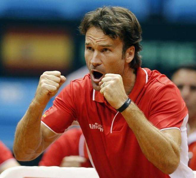 Spain's team captain Carlos Moya reacts during the Davis Cup play-offs tennis match between Thomaz Bellucci of Brazil and Roberto Bautista of Spain in Sao Paulo September 14, 2014. Foto: Paulo Whitaker/Reuters