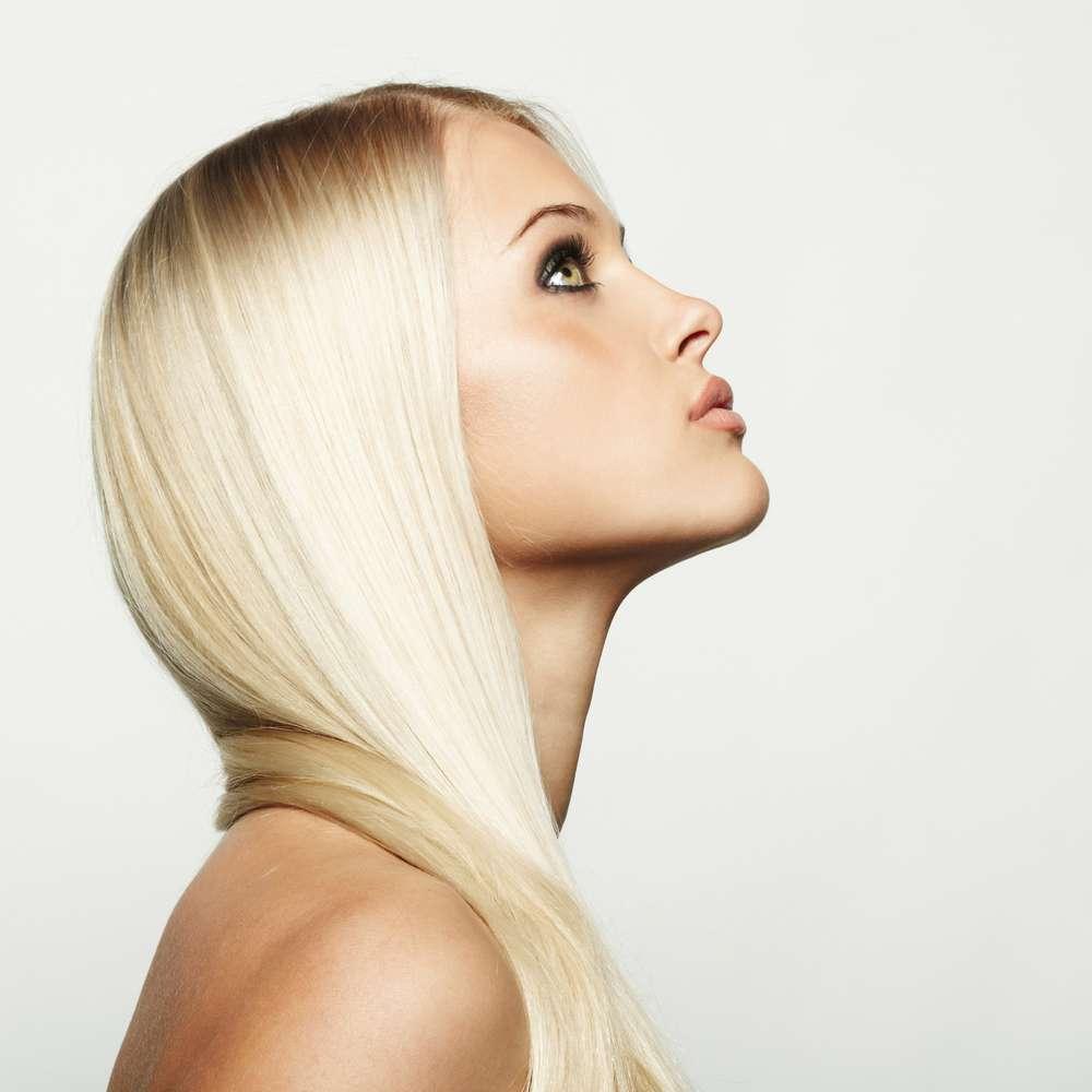Cabelo loiro claro e platinado devem evitar o óleo de argan como tratamento Foto: Serov/Shutterstock
