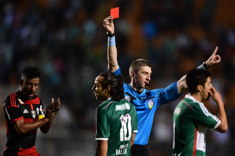Valdivia entrou bem, deu passe para gol, mas perdeu a cabeça e acabou expulso no fim da partida Foto: Djalma Vassão/Gazeta Press