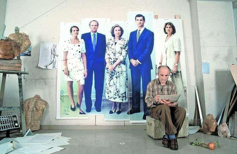 Antonio López cuando comenzó el retrato de la familia real. Foto: Archivo