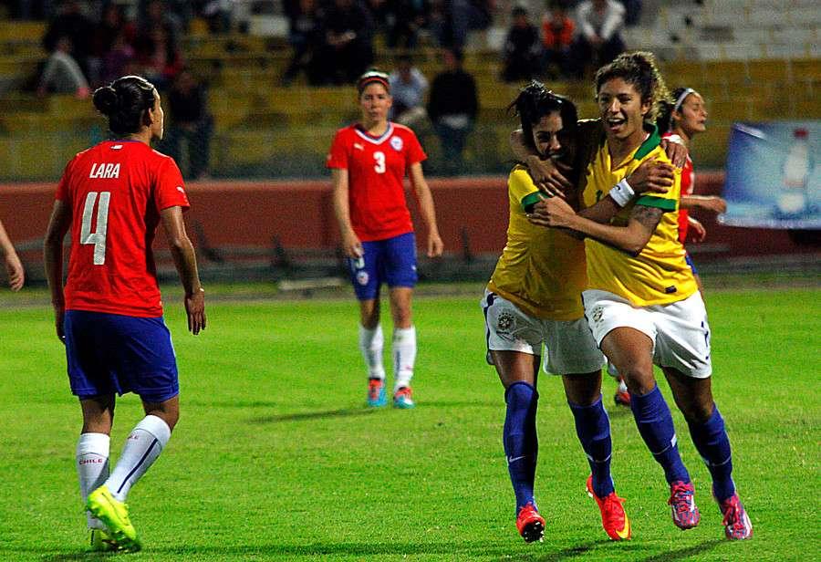 La Selección Chilena femenina cayó la noche del jueves por 2-0 ante Brasil, en compromiso correspondiente a la cuarta fecha del Grupo B de la Copa América 'Ecuador 2014'. Foto: Agencia UNO