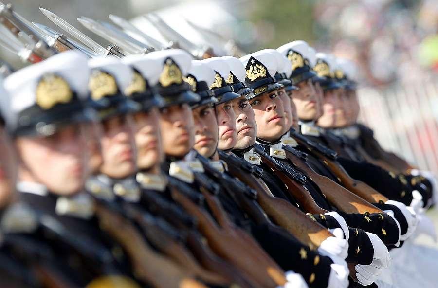 En la Elipse desfilaron 8.435 efectivos, de los cuales pertenecen al Escalón Ejército 4.613; Escalón Armada con 1.008, le sigue Escalón Fuerza Aérea con 1.099 integrantes; y la presentación de Carabineros con 1.715. Foto: Agencia UNO