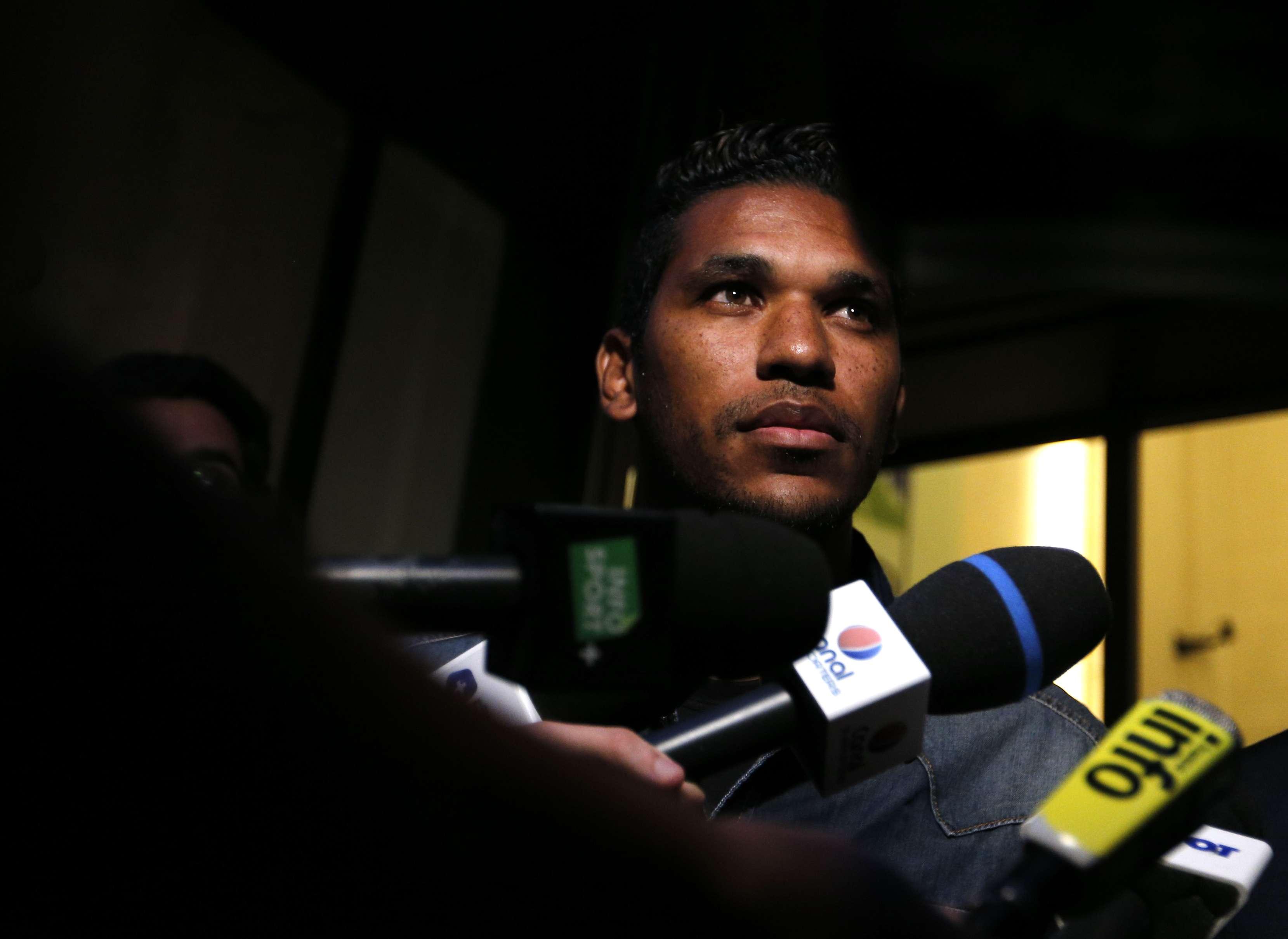 Brandao no podrá jugar hasta en febrero del 2015 por la sanción que recibió por el cabezazo a Thiago Motta. Foto: AFP