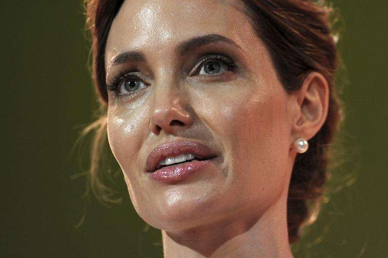 Actress and special envoy of the UN High Commissioner for Refugees (UNHCR), Angelina Jolie, makes her opening speech at a global summit to end sexual violence in conflict, in London June 10, 2014. Foto: Carl Court/Reuters
