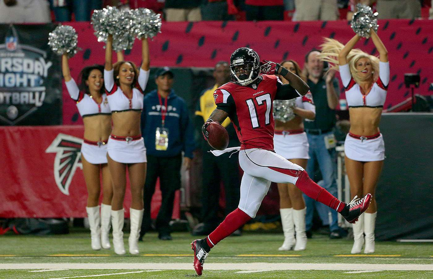Matt Ryan, Julio Jones y Devin Hester llevaron a los Atlanta Falcons a una de las mayores victorias en la historia de la franquicia al aplastar por 56-14 a los Tampa Bay Buccaneers en el inicio de la semana 3 de la NFL 2014. Foto: AP