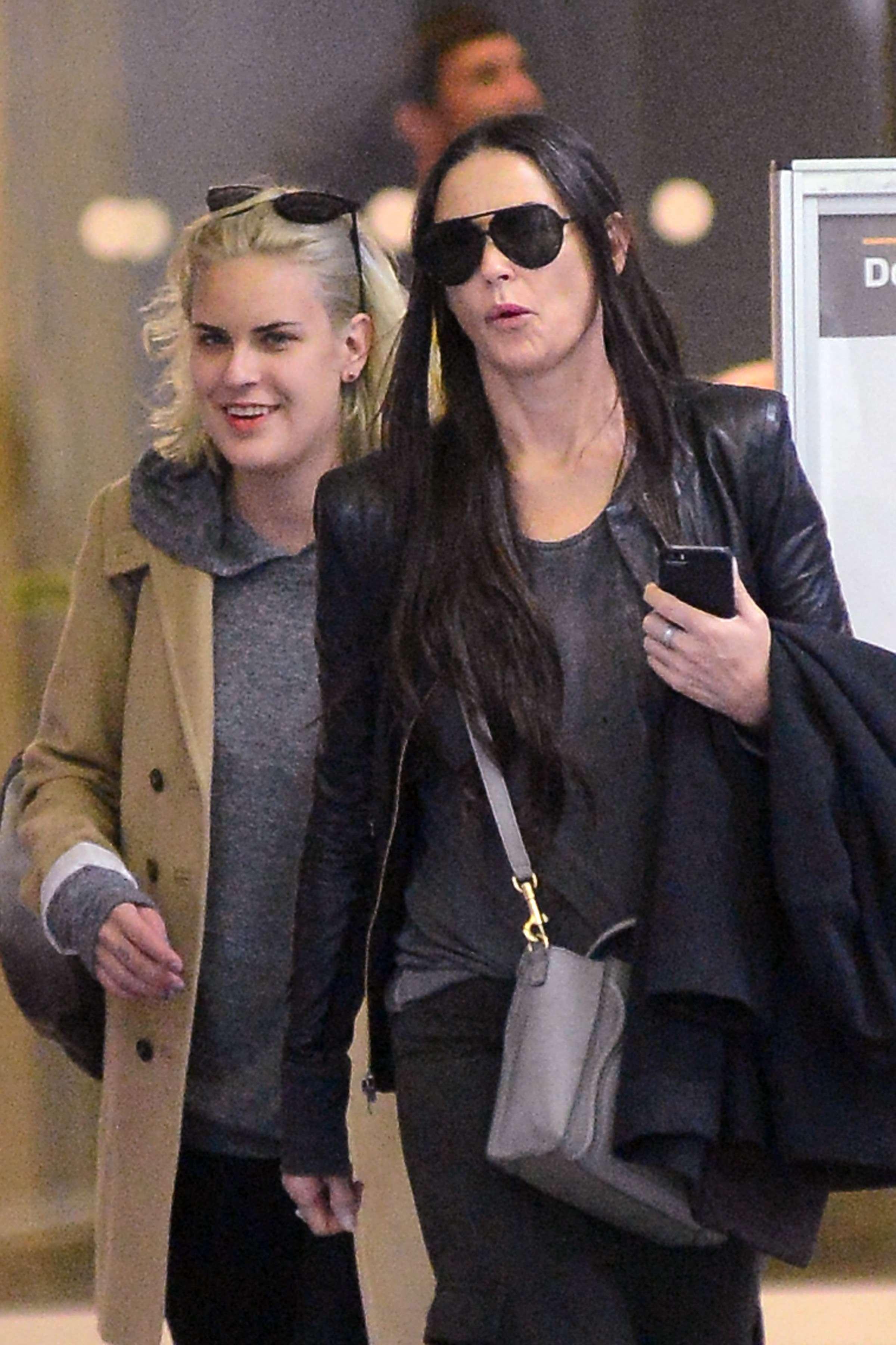 19 de Septiembre de 2014 - Demi Moore fue vista en público junto a su hija Tallulah. Madre e hija llegaron a Nueva York para pasar un tiempo juntas después de que el 'retoñito' de la actriz, estuviera seis semanas en rehabilitación por abuso de drogas y alcohol. Foto: CHR/The Grosby Group