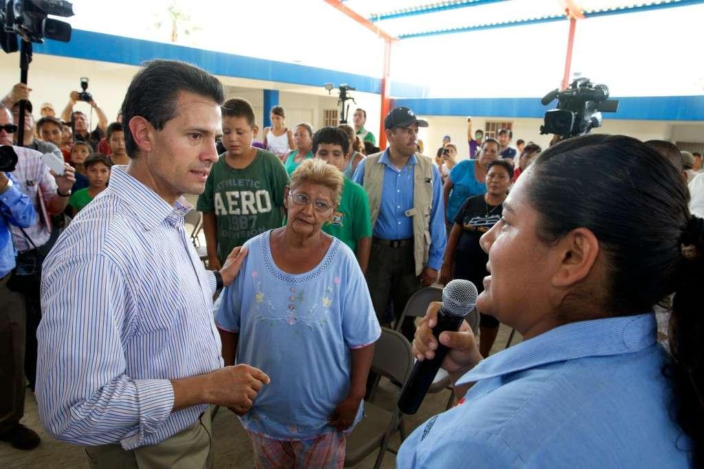 Enrique Peña Nieto informó en conferencia de prensa que el gobierno se encarga, por un lado, de hacer llegar víveres y personal de apoyo a la entidad; así como de restablecer los servicios como energía eléctrica y agua potable y de facilitar el reinicio de actividades de comercios como tiendas departamentales. Foto: Presidencia de la República