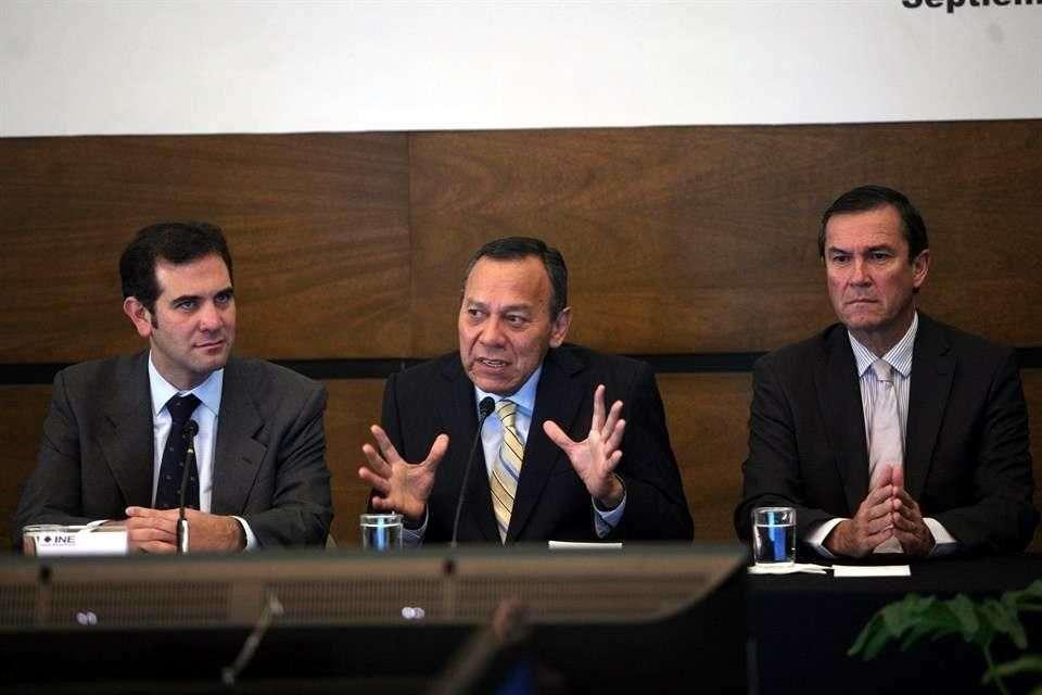 El presidente nacional del PRD, Jesús Zambrano, recibió los cómputos finales de la elección interna. Foto: Reforma